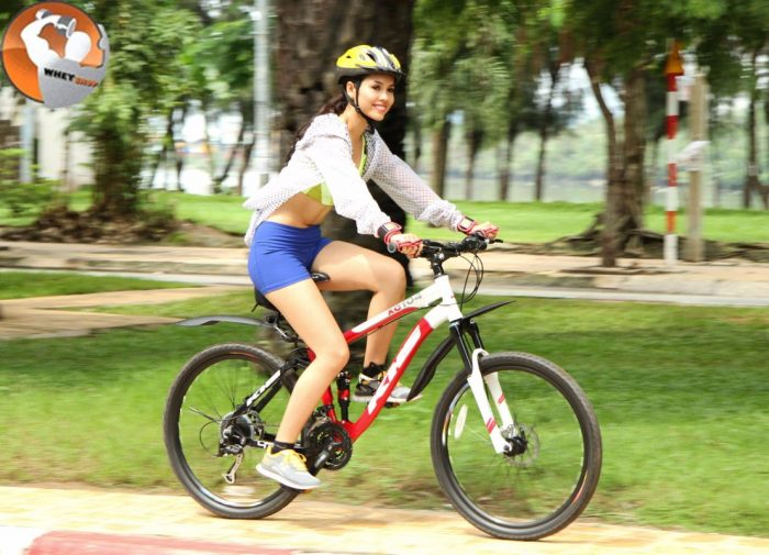 Tập gym nữ bằng phương pháp đạp xe