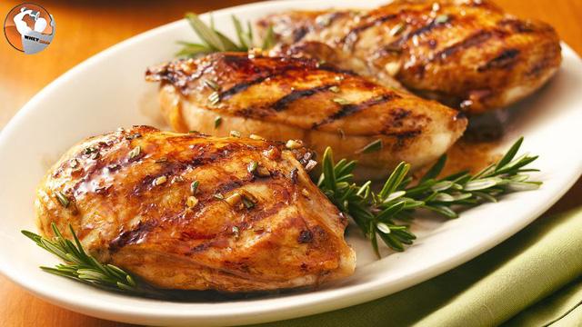 Lợi ích và cách chế biến một số món ăn từ ức gà