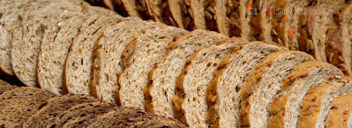 Tìm hiểu 1 ổ bánh mì bao nhiêu calo, 1 ổ bánh mì trứng bao nhiêu calo, 1 ổ bánh mì trắng bao nhiêu calo để cân đối dinh dưỡng hiệu quả trong chế độ tăng, giảm cân