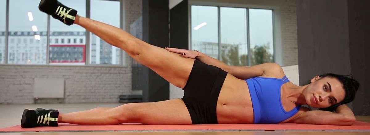 30 bai tap workout tai nha giam can hieu qua Side-lying Hip Abduction