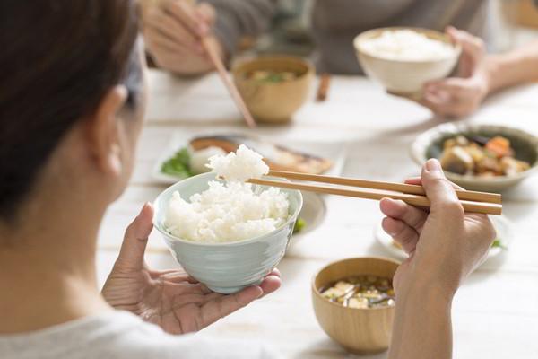 ăn cơm có béo không