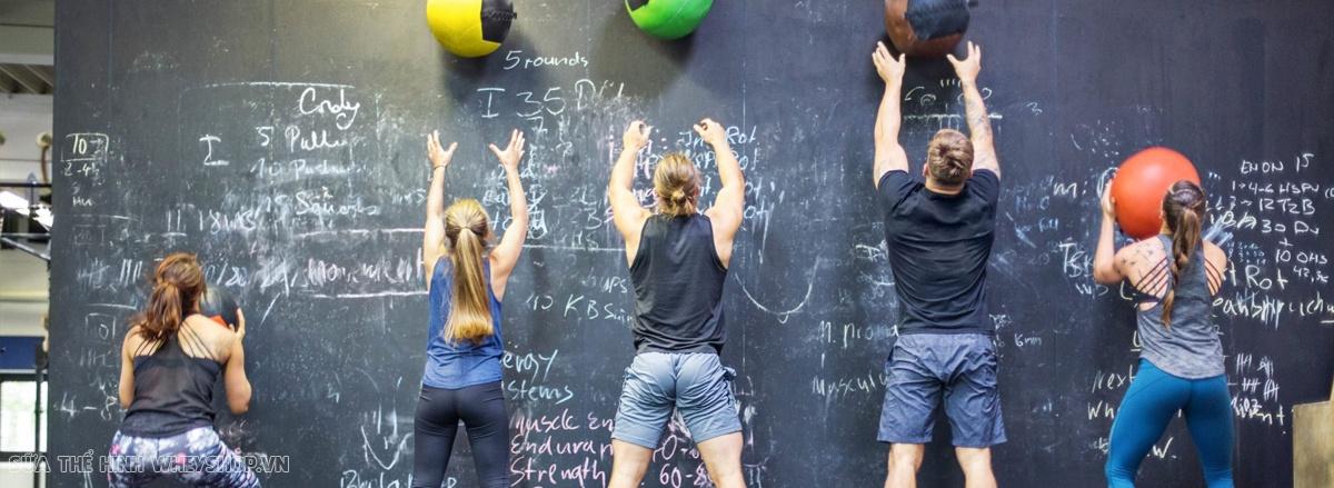 Tổng hợp 25 bài tập giảm cân hiệu quả nhất. Cùng WheyShop tham khảo hướng dẫn cách thực hiện bài tập giảm cân đơn giản, hiệu quả giúp giảm mỡ, lấy lại vóc dáng