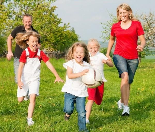 có nên cho trẻ em đi bộ chạy bộ nhiều không