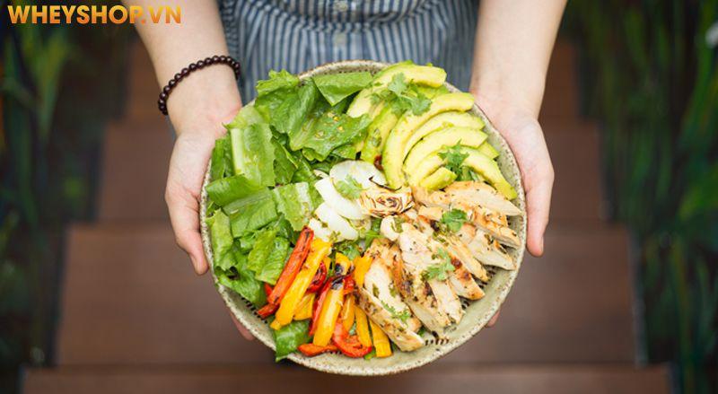 Salad ức gà bơ