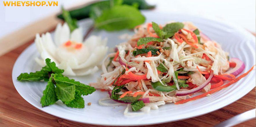 Bên cạnh những cách chế biến đơn giản như luộc, hấp, rán...chỉ cần sáng tạo và biến tấu một chút bạn sẽ có một món ăn salad gà độc đáo mới lạ đầy hấp dẫn từ...