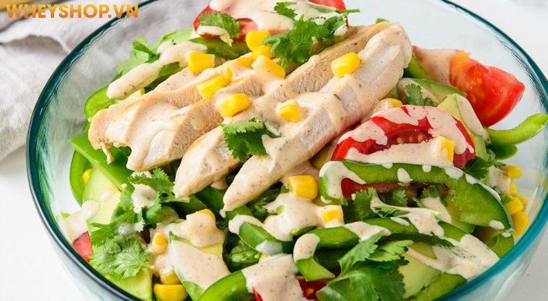 Ức gà từ trước luôn là thực phẩm không thể thiếu trong những thực đơn giảm cân giảm mỡ khoa học. Và sự kết hợp Salad ức gà được coi là món ăn tiêu biểu cho...