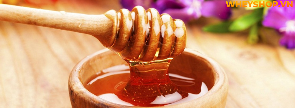 Mật ong chứa rất nhiều dưỡng chất cần thiết và tốt cho sức khỏe. Tuy nhiên rất nhiều các bạn thắc mắc, không biết uống mật ong với nước ấm có tăng cân không...