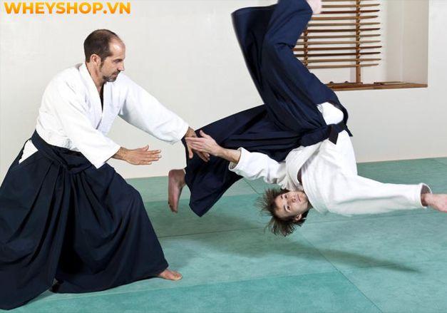 Aikido được xem là một trong những bộ môn võ thuật đặc trưng của Nhật Bản. Tuy nhiên, khi tìm hiểu về môn võ này, nhiều bạn vẫn còn thắc mắc không biết võ...