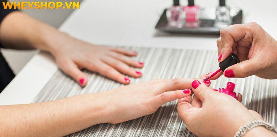 Móng tay bị tách lớp có thể là dấu hiệu cảnh báo sức khoẻ...Đừng nên chủ quan mà hãy cùng WheyShop tham khảo dấu hiệu các bệnh khi móng tay bị tách lớp...